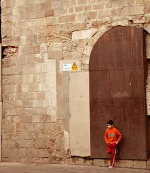 Boy in Barcelona (in Barrio Gotico)
